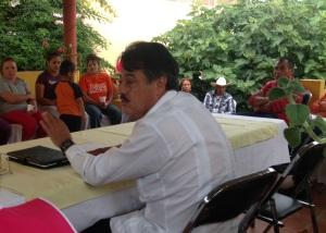 En le mercado de Abastos el candidato a diputado, por el PT Alfredo  Femat